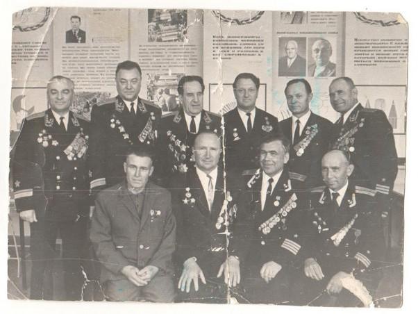 Виктор Трофимович Проценко со своими однополчанами