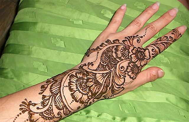 Росписи на руках хной как называется