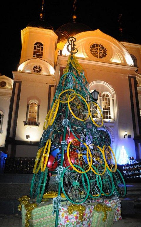 Необычные новогодние елки в Краснодаре 7
