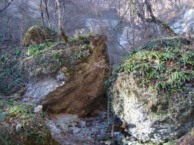 Сторожевые камни водопада Желаний