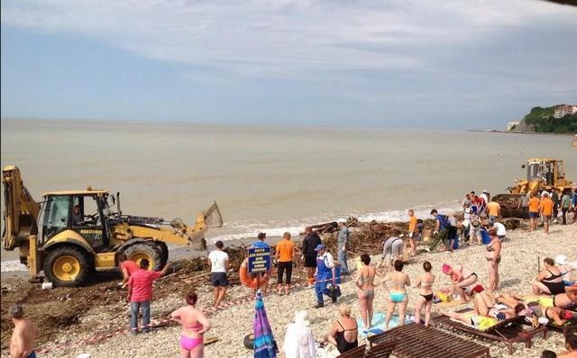 Архипо-Осиповка 15 июня 2014 года - уборка пляжа