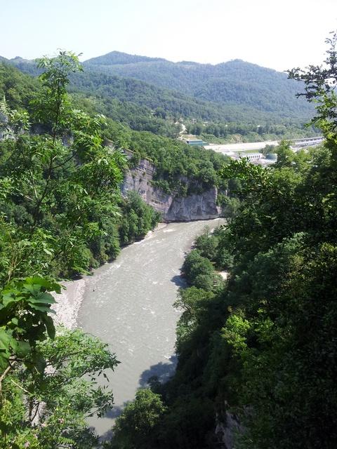 Вид от площадки перед Ахштырской пещерой 2