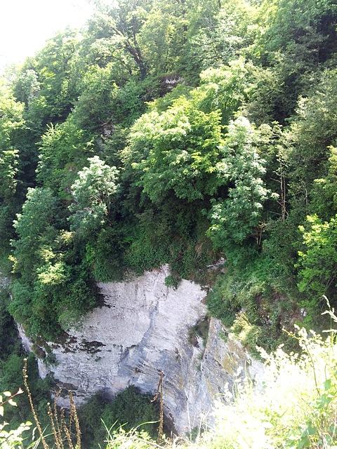 Вид от площадки перед Ахштырской пещерой 4