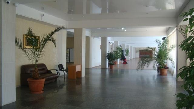 Холл перед столовой 2