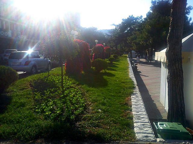 Геленджик в октябре: отзыв местного жителя, Геленджик: от Кабардинки до Тешебса