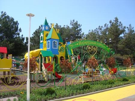 Детская площадка в Геленджике Изумрудный город