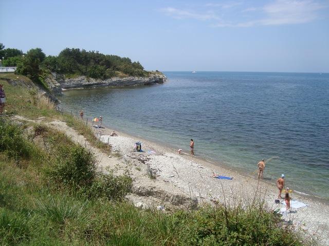 Дикий пляж Толстого мыса