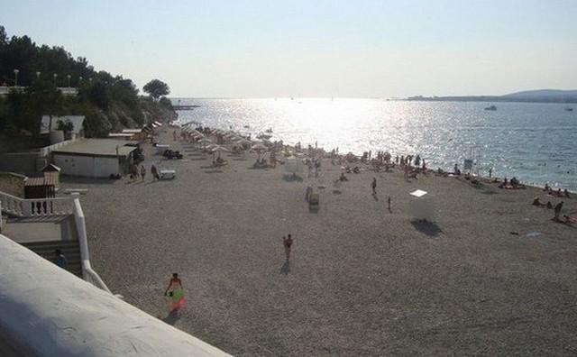 Пляж напротив ДОЛ Нива