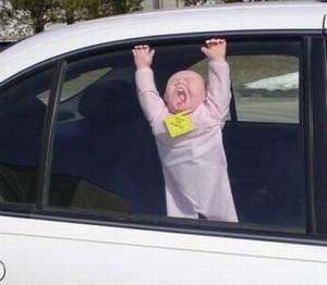 Ребенок оставлен в машине