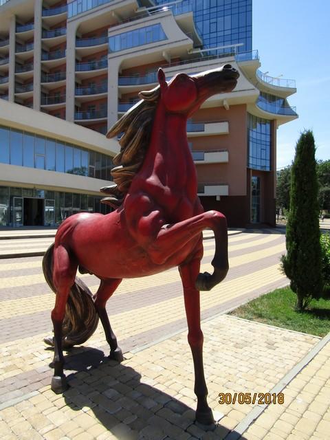 Красный конь 2