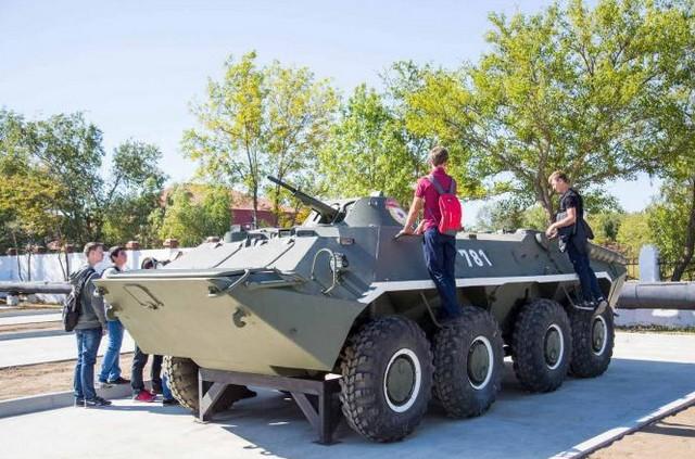 Сквер военной техники в Анапе 1