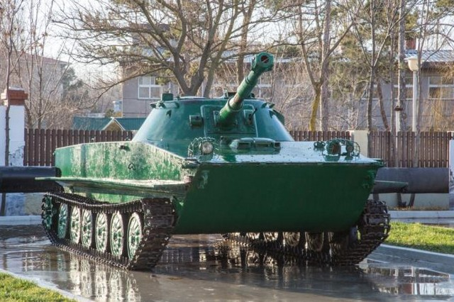 Сквер военной техники в Анапе 3